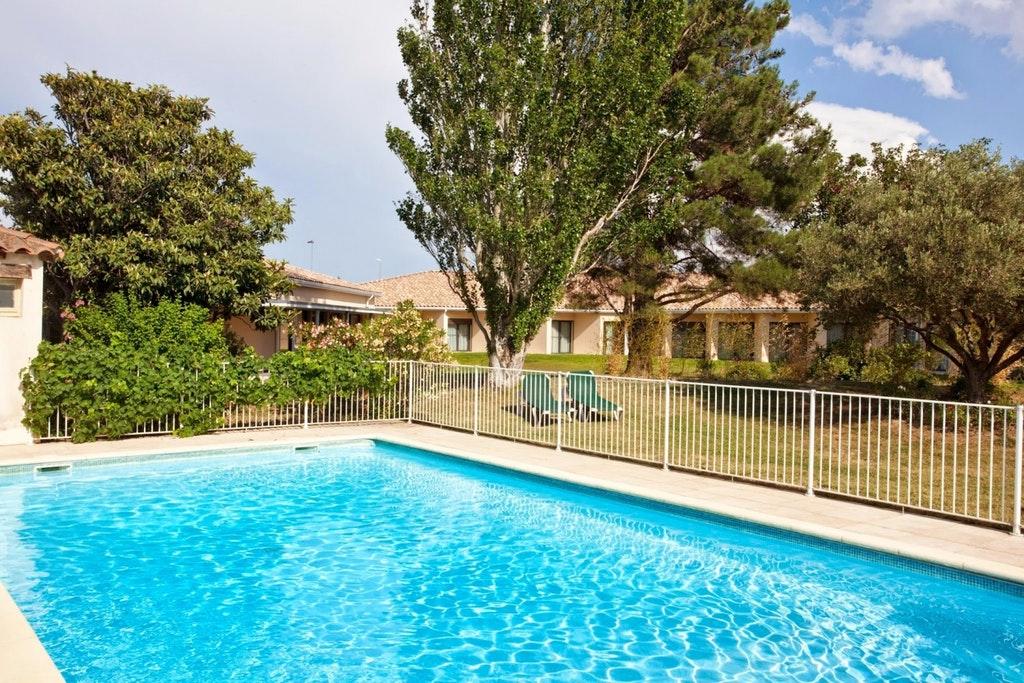 Pour une baignade en toute tranquillité à Avignon, louez cette piscine pour une journée avec Swimmy !