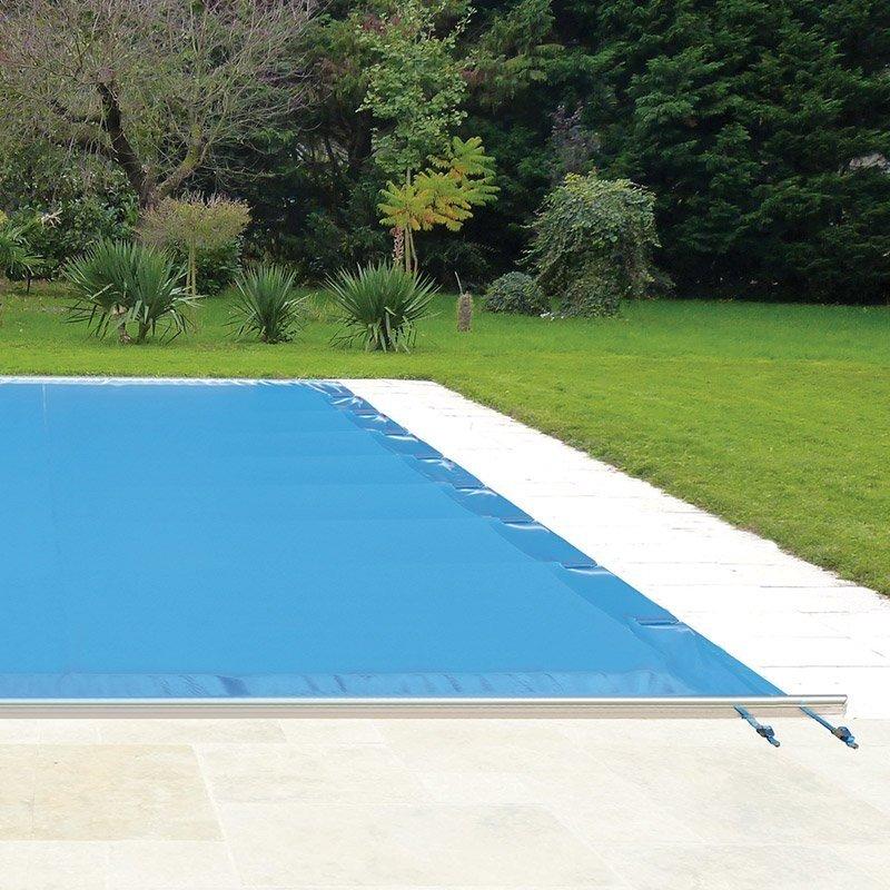 Choisissez une bâche à barre pour sécuriser votre piscine