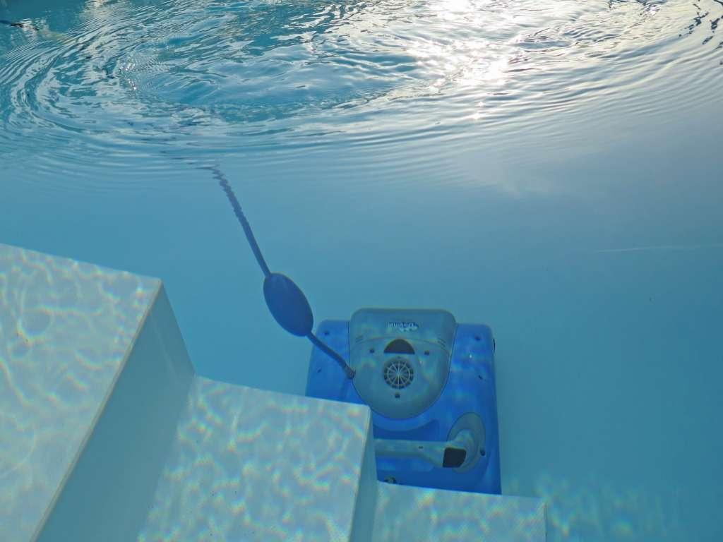 robot de piscine en marche