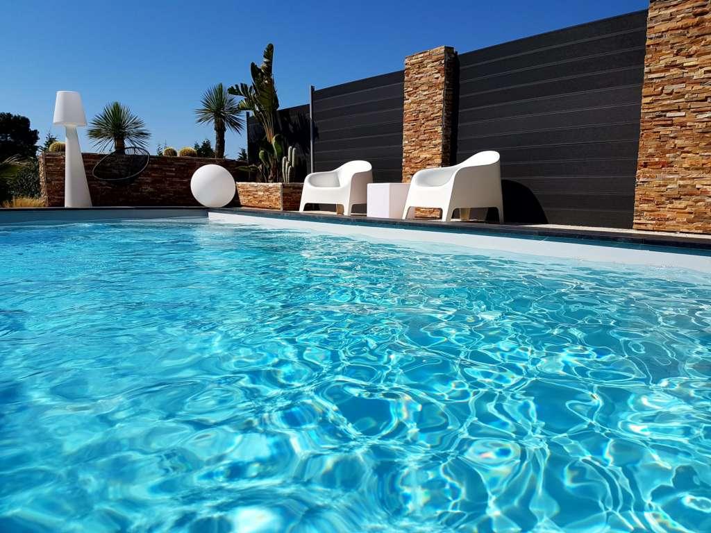Trouver du mobilier pour décorer sa piscine