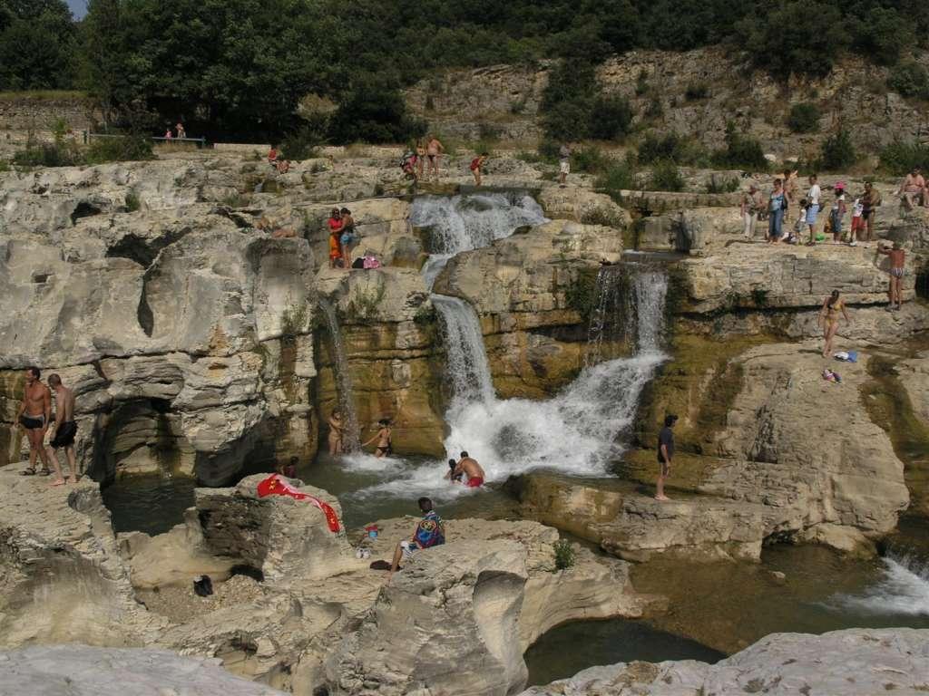Où se baigner dans le Gard : aux cascades du Sautadet