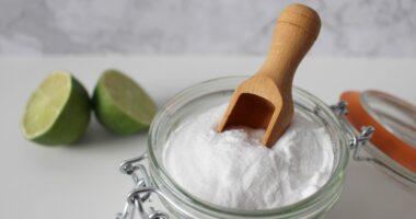 Bicarbonate de soude et eau verte